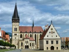 There are 26 amazing UNESCO World Heritage Sites in Slovakia, both Cultural and Natural ones! See UNESCO in Slovakia in pictures and map! Bratislava, Beautiful Scenery, Great Pictures, World Heritage Sites, Prague, Mansions, House Styles, Places, Saris