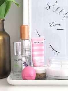 Was ist auf meinem Nachttisch?   NACHTTISCH ESSENTIALS   mimiloves Blogger Templates, Sephora, Shampoo, Beauty Hacks, Essentials, Up, Nightstand, Clean Foods, Decorations