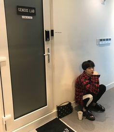 """전 정국 𝒥𝓊𝓃𝑔𝓀𝑜𝑜𝓀 ⁷ 🖤 on Instagram: """"The genius lab . . . . . . . . . #bts #kpop #jungkook #jimin #army #jin #suga #jhope #kpopmemes#v #taehyung #btsarmy #bangtanboys…"""" Min Yoongi Bts, Bts Bangtan Boy, Bts Jungkook, Taehyung, Music Studio Room, Remember The Time, Bts Playlist, Instagram, Boys"""