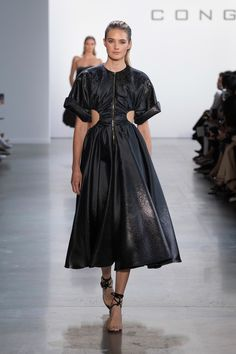 Cong Tri Spring 2020 Ready-to-Wear Fashion Show - Sponsored - Vogue 2020 Fashion Trends, Fashion 2020, Fashion Week, Fashion Brands, Fashion Show, Vogue Fashion, I Love Fashion, Timeless Fashion, Runway Fashion