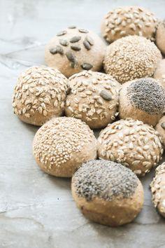 Dinkelvollkornbrötchen aus Dinkel, Hefe,Wasser, Salz und verschiedenen Saaten