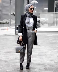 Winter Hijab 2019 - 23 Styles of Hijab Chic for a Winter 2019 in any elegance . - Winter Hijab 2019 - 23 Styles of Hijab Chic for a Elegant Winter 2019 - Hijab Tips Hijab Chic, Hijab Casual, Casual Chic, Muslim Fashion, Modest Fashion, Fashion Outfits, Hijab Stile, Hijab Fashionista, Modern Hijab