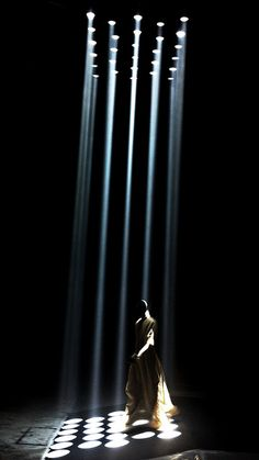 scenography with strings Rick Owens, Stage Lighting Design, Stage Design, Event Lighting, Lighting Ideas, Design Set, Light Architecture, Architecture Design, Illusion Kunst