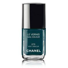 Le vernis à ongles vert obscur de Chanel (n°679)