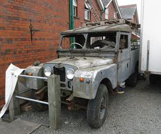 Land Rover by chippy1920, via Flickr