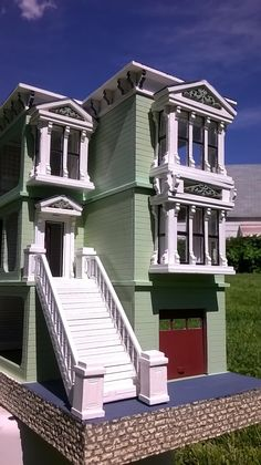 A DESIGN(er's) CHALLANGE This was my second dollhouse after 14 years, my first attempt at scale and it was an experiment to see how. Virtual Tour, Victorian Homes, Dollhouses, Modern Decor, The Row, San Francisco, Scale, Exterior, Tours