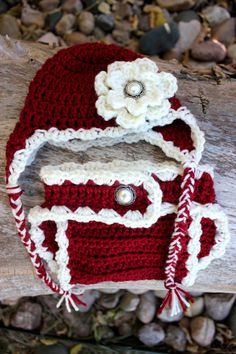 Crochet baby girl Christmas hat and diaper cover. by SavvyMade