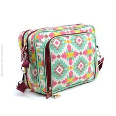 Essa bolsa transversal é estampada complementar a linha Frida. Simplesmente linda! Compre em até 3x sem juros com segurança e entrega para todo Brasil.