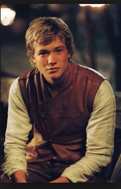 "Edward ""Ed"" Speleers as Eragon from ""Eragon"" (2006) oh my gosh!!!!! It's Jimmy from Downton Abbey."