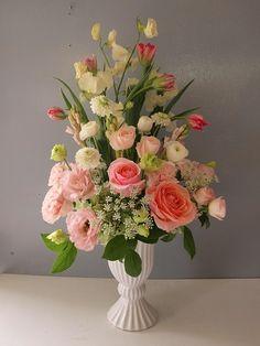 今年は春のお花で静物画をイメージしてお届けしました。 お姉さまへお誕生日のお祝い...