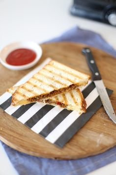 Vlam tosti Lekker en Simpel Hamburger Hotdogs, Sandwiches, Small Meals, 30 Minute Meals, Fajitas, Lunches, Cravings, Good Food, Brunch