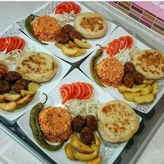 Even a super menu Presentation by My five-minute quickie menu is ready. Plats Ramadan, Fingerfood Party, Food Platters, Iftar, Home Food, Arabic Food, Turkish Recipes, Dinner Dishes, Food Presentation