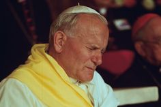 Św. Jan Paweł II prosił, abyśmy o niej nie zapomnieli. Czyniła w jego życiu prawdziwe cuda. Zapisał ją dla nas rok przed swoją śmiercią. Saint Jean Paul Ii, Pape Jean Paul Ii, St John Paul Ii, Saint John, Religion, Juan Pablo Ii, St Jacques, Pope John, My Dream Came True