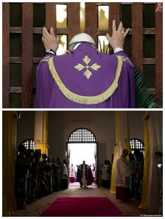 For the first time in history Pope Francis opens a Holy Door outside of Rome at Bangui's Cathedral during his Apostolic visit to Africa. Catholic News, Catholic Religion, Roman Catholic, Papa Francisco, Year Of Mercy, Christ The King, Divine Mercy, Faith Hope Love, Rome