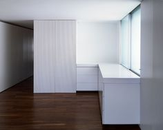 Fran Silvestre Arquitectos - Ático en la Gran Vía Moduler Kitchen, Hidden Kitchen, Interior Minimalista, Light Well, Two Bedroom, Small Bathroom, Layout, Building, House