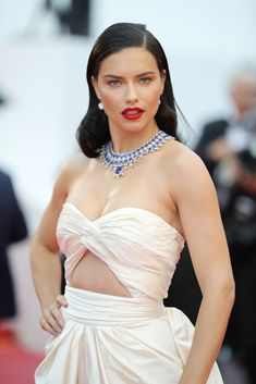 "Adriana Lima wears Chopard necklace at the screening of ""Burning"" during the annual Cannes Film Festival at Palais des Festivals on May 2018 in Cannes, France. Isabeli Fontana, Brazilian Supermodel, Brazilian Models, Alessandra Ambrosio, Sports Illustrated, Adriana Lima Husband, Adriana Lima Style, Music Festival Fashion, Palais Des Festivals"