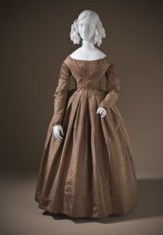 Dress: ca. 1845, English, silk taffeta, glazed linen plain weave.