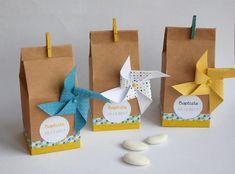 Boîte à dragées en kraft, forme de boite à lait sur le thème des moulins à vent. Ces boîtes à dragées pourront contenir des dragées, confiseries ou cadeaux, pour remercier vos invités lors dun baptême, une communion ou une baby shower. La face avant est ornée dune étiquette avec