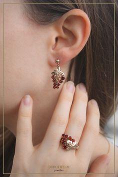 Inspiriert von Merlot: unsere exklusive Weinland Liebe Kollektion ist das perfekte Accessoire zu diversen Oktoberfesten und, natürlich, zum Dirndl. Gold, Earrings, Jewelry, Fashion, Accessories, Wine Country, Grenades, Ear Jewelry, Stud Earring