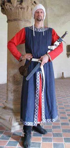 Deze Tharniaan is erg rijk, oordelend aan de heldere kleuren van zijn kleding.