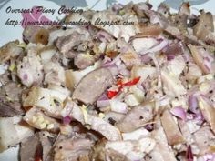 Dinakdakan is an Ilocano grilled pig head/face, it is a somewhat similar to sisig how ever dinakdakan is cut in small slices against sisig which is chopped or cut in small cubes. Filipino Dishes, Filipino Recipes, Filipino Food, Pork Head Recipe, Sisig, Calamansi, Fish And Meat, Grilled Pork, Potato Salad