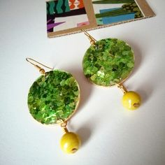 Orecchini glitter oroverdegiallo . Produzione propria . Link in bio . .  . . #orecchini #earrings #earringlove #earringsoftheday #color #gold #green #oro #beads #perline #elenalucc #handmade #handmadejewelry #accessories #fashion #fashionable #shopping #shop #shoponline #etsy #jewerly #jewerlyshop #bijoux #myhobby #glitter #italianstyle #chic #gift  #madeinitaly #italiansmakeitbetter