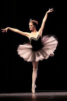 b - b --- #Theaterkompass #Theater #Theatre #Tanztheater #Ballett