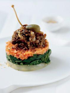 Groente-rijsttorentje met paddestoelentapenade  - Inspiratie voor Kerst: 25 vega recepten   ELLE Eten