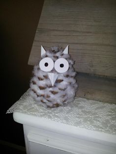 Owl of a pine cone, filled with cotton wool. With a wooden skewer you get them there well between. Diy For Kids, Crafts For Kids, Pinecone Owls, Diy And Crafts, Arts And Crafts, Pine Cone Crafts, Theme Noel, Family Crafts, Nature Crafts