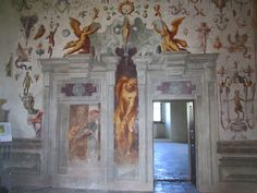 Fresco wall  -- faux doorway and real doorway in the Acrobat Toom, Castello di Torrechiara, by Benedetto Bembo