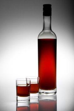 Nalewka z czereśni - STAROPOLSKI PRZEPIS Non Alcoholic Drinks, Cocktails, Beverages, Polish Recipes, Polish Food, Irish Cream, Wine Decanter, Healthy Drinks, Preserves