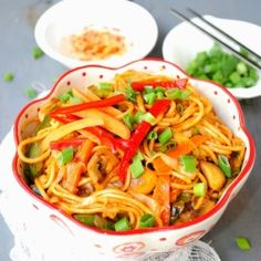 Calm your craving for spicy indo-chinese food with this easy spicy veg hakka noodles/chowmein that you can put together in a jiffy. #foodgawker