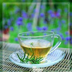#RemediosCaserps Haz té de romero con una cucharadita de hojas secas en una taza de agua hirviendo. Déjalo reposar 10 minutos, utiliza un colador para separar las hojas de tu infusión. Endúlzalo a tu gusto.   Este té ayuda a oxigenar tu cerebro y calmar ansiedades; además alivia dolores de articulaciones, huesos y músculos.