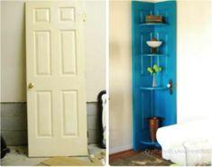 On a peint bleu pâle et transformé une porte blanche en étagère d'angle.
