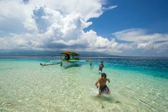 White sandy beach, beautiful underwater view.. you must see it.. join us Nusa Lombok Travel, pin : 524DA6CD