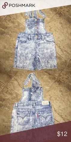 Girls shortalls Absolutely the cutest and in excellent condition! Levi 5 reg Levi's Bottoms