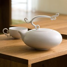 """Bel Canto tea set"" - a contemporary fine porcelain set by Heinrich Wang. Simply lovely."