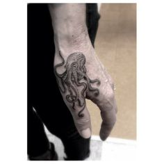 Small, cool female and male Hand Tattoos Ideas. Unique hand tattoos for couples, men and women for inspiration with complete tattoo guide. Small Hand Tattoos, Hand Tattoos For Guys, Finger Tattoos, Body Art Tattoos, Tattoos For Women, Mens Hand Tattoos, Tatoos, Spots For Tattoos, Cool Guy Tattoos