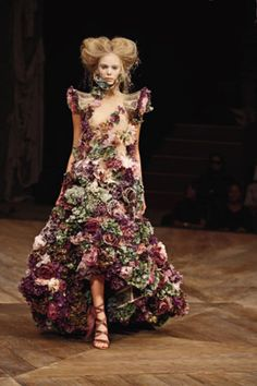 Alexander McQueen  Sarabande, spring/summer 2007  Nude silk organza embroidered with silk flowers and fresh flowers