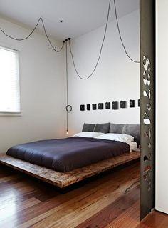 Muy bello y minimalista el cuarto, en la parte de los cuadros pondría fotos en blanco y negro personalizadas, montadas en un marco holandes o con borde negro  fino no?