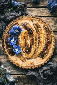 Brûléed Banana Tart with Dulce De Leche & a Pretzel Crust (The Road To Honey) Tart Recipes, Baking Recipes, Sweet Recipes, Easy Desserts, Delicious Desserts, Dessert Recipes, Pretzel Crust, Fried Bananas, Banana Dessert