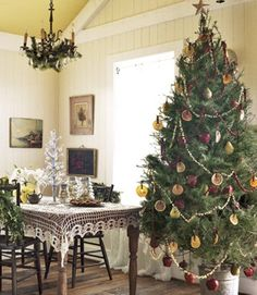 Deck the halls with these amazing Christmas decoration ideas. From Christmas tree decor to outdoor Christmas decorations, our holiday decorating inspiration will add festive flair to any home this season. Country Christmas Trees, Beautiful Christmas Trees, Noel Christmas, Primitive Christmas, Rustic Christmas, All Things Christmas, Winter Christmas, Christmas Tree Decorations, Christmas Crafts