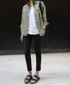 Fall Birkenstock Outfit Inspiration Looks, Where to Buy, & Birkenstock Dupes Birkenstock Outfit, Birkenstock Arizona, Looks Street Style, Looks Style, Style Me, Trendy Style, Simple Street Style, Green Style, Fashion Clothes