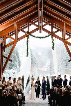 13 Amazing Snowy Photo Ideas for Your Winter Wedding via Brit + Co