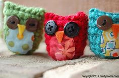 Knitted owls! (Or are they crocheted??) So cute! There's a pattern on this site...but I am unable to knit.