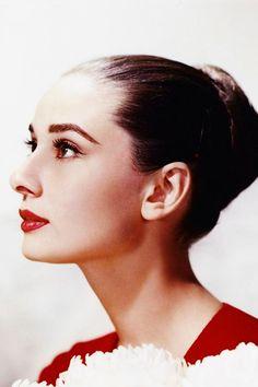 Audrey-Hepburn-Portrait-Headshot-Everything-Audrey-77.jpg (500×750)
