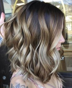 What's the difference between balayage vs highlights? Find out what balayage hair is and discover the best balayage hair colours and techniques to try. Brown Ombre Hair, Brown Hair With Highlights, Brown Blonde, Dark Brown, Cabelo Ombre Hair, Popular Short Haircuts, Short To Medium Haircuts, Medium Hair Styles, Long Hair Styles