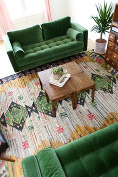 38 adorable bohemian living room decor ideas in green shades 1 Retro Living Rooms, Colourful Living Room, Boho Living Room, Living Room Sofa, Bright Living Rooms, Living Room Decor Green, Colourful Home, Colorful Rooms, Indian Living Rooms