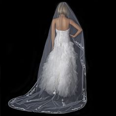 From veils and tiaras to favors and decor, we offer thousands of elegant, affordable accessories for your wedding, prom, and quinceanera.