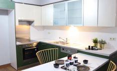 Mutfak dolabı nasıl boyanır? Mutfak dolaplarınız artık eskidiyse yada renginden sıkıldaysanız videodaki adımları izleyerek yepyeni bir dolaba oldukça uygun fiyata sahip olabilirsiniz.